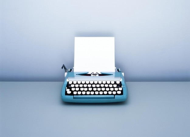 sheet-of-blank-paper-in-typewriter-redonline.co.ukgetty__landscape